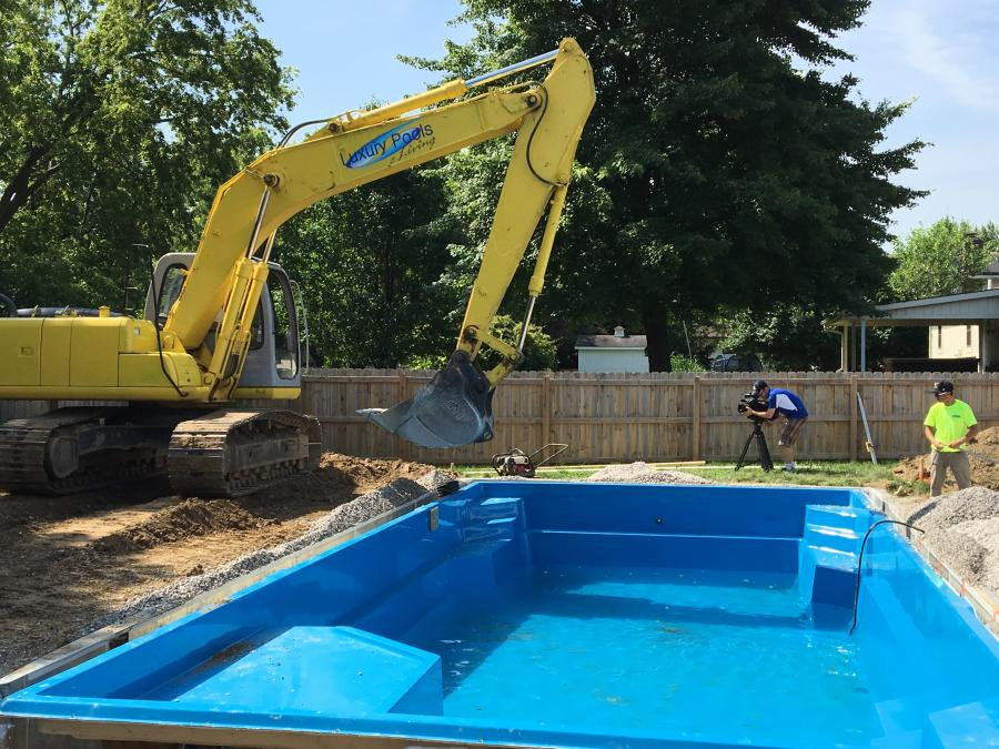 So you think installing a fiberglass pool is easy? So did I. Part 2/3